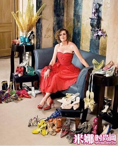 鞋的美女收藏家